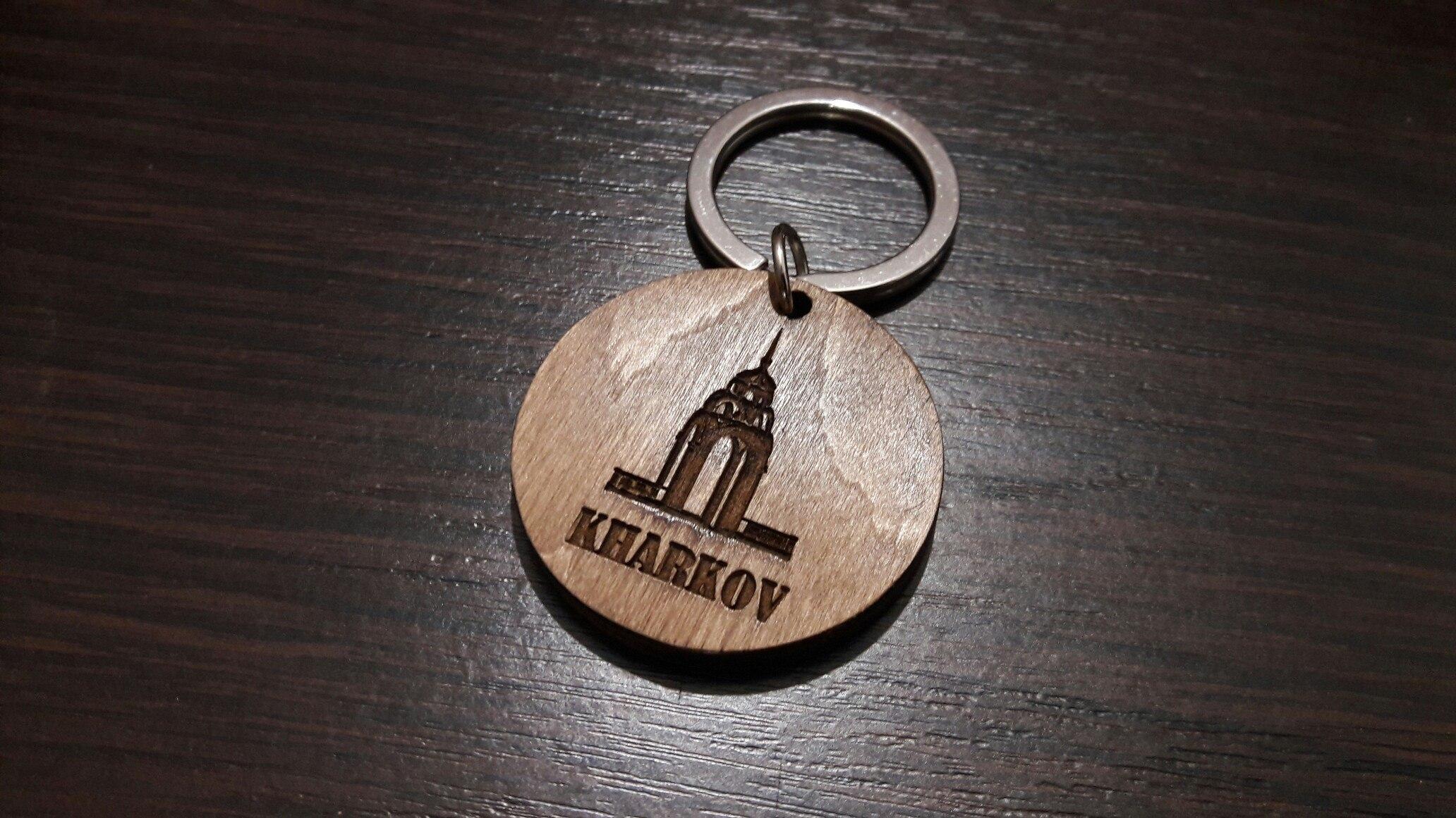 Брелки с логотипом из дерева с лазерной гравировкой под заказ в Харькове