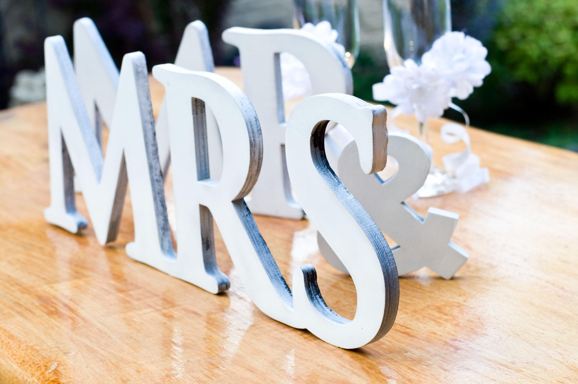 Деревянные слова из фанеры. Лазерная резка фанеры, изготовление свадебного декора