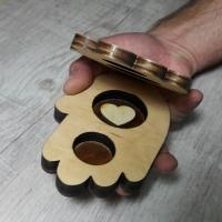 Коробочка для колец из дерева в форме ладони