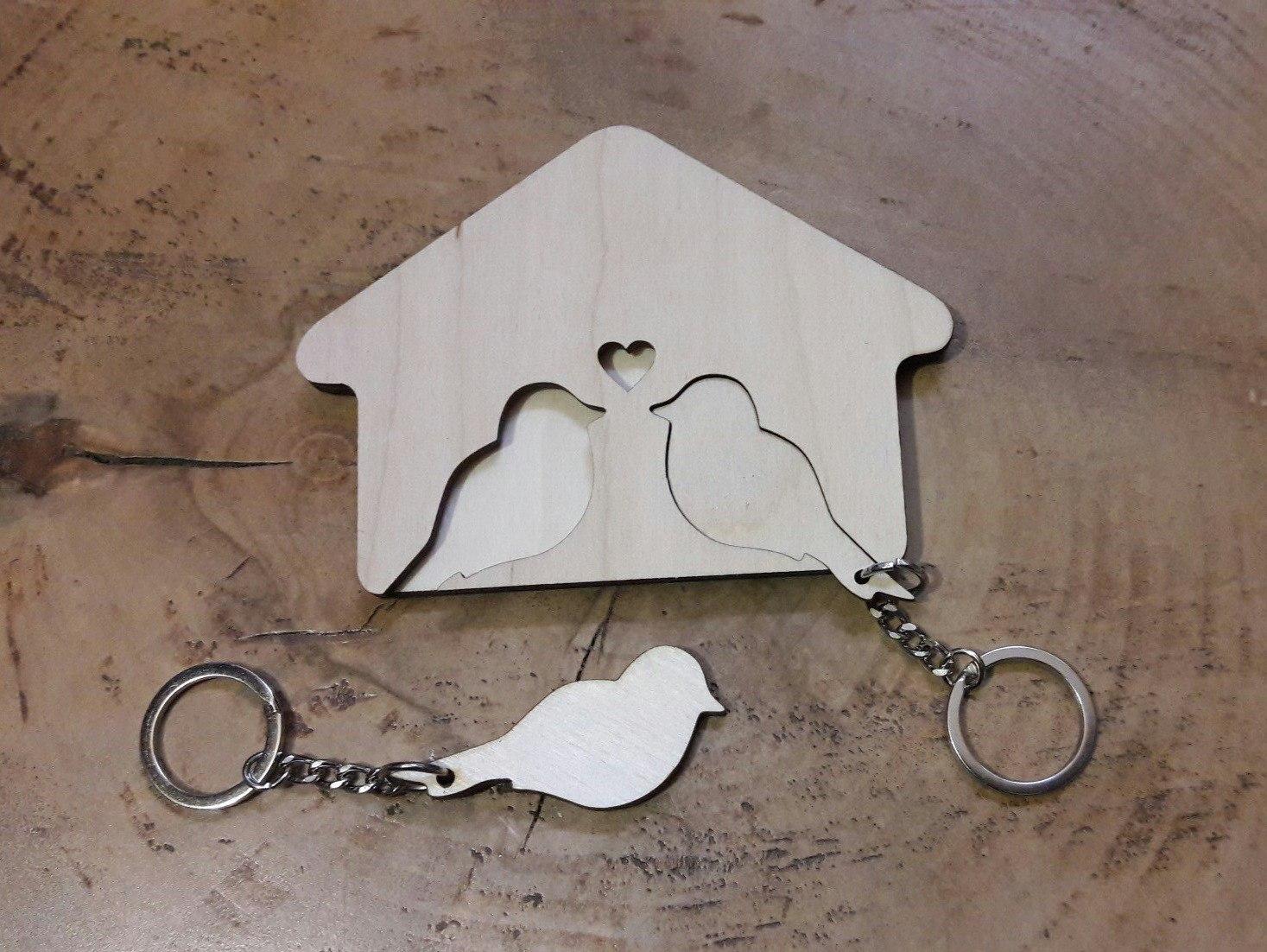 Ключница с брелками из дерева, домик для ключей. Лазерная резка и гравировка дерева, фанеры и картона