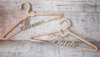 Именной тремпель вешалка плечики для жениха и невесты из дерева