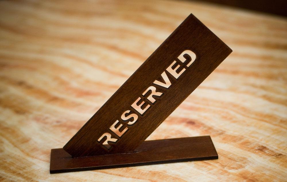 Табличка Reserved резервы стол заказан из дерева