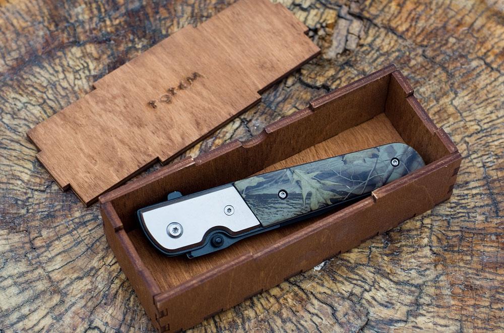 Деревянная коробка из дерева для ножа с логотипом