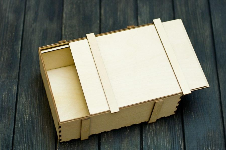 Деревянная коробка из фанеры в стиле военного ящика для снарядов