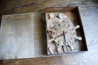 Лазерная резка сувениров из фанеры, часы с фотогравировкой