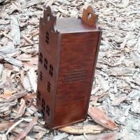 Деревянная коробка ля вина в виде дома с лазерной гравировкой