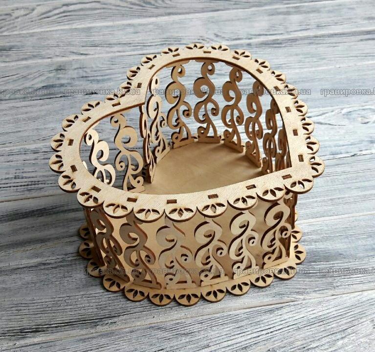 Подарочная коробка-сердце из фанеры для цветов