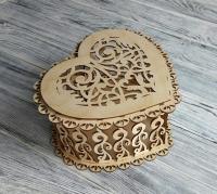 Деревянная коробка-сердце для цветов