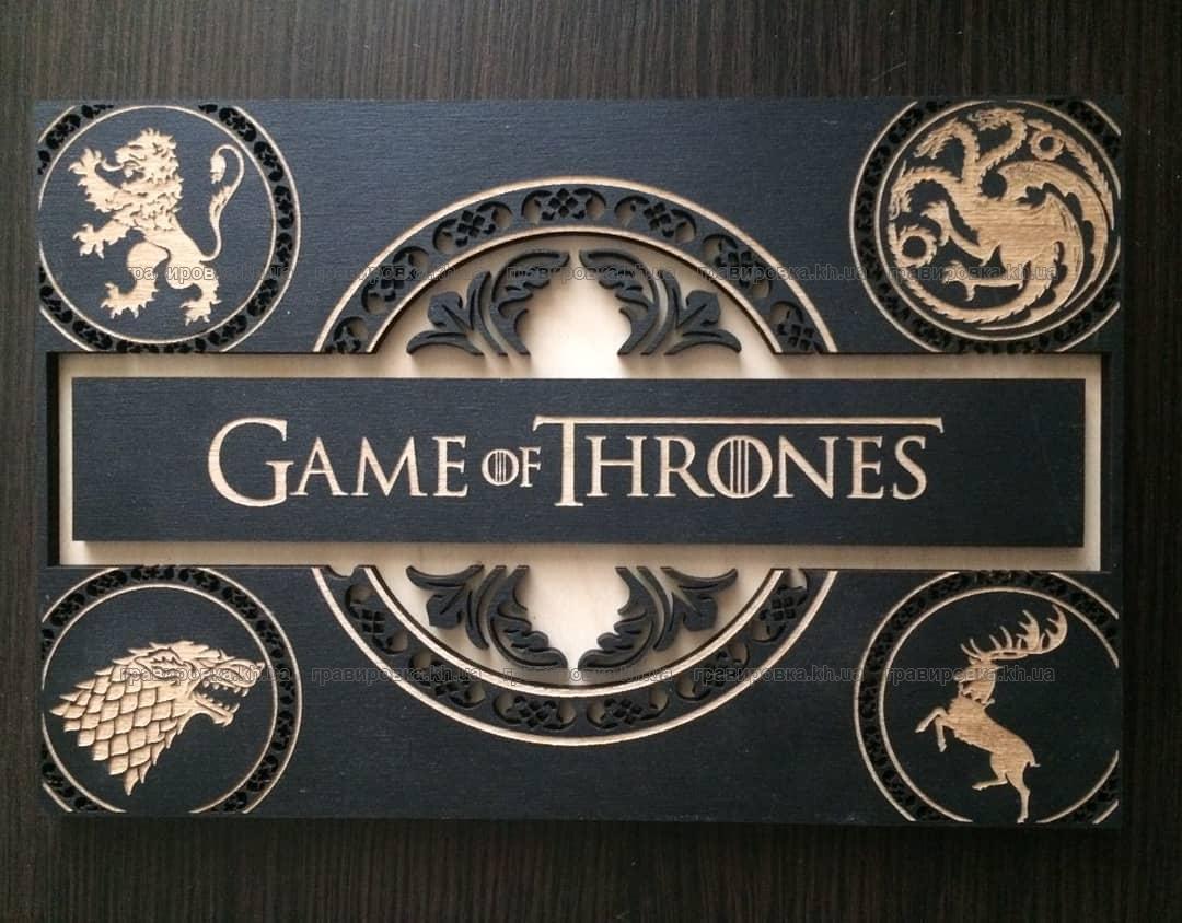 Деревянная коробка с логотипом и узором