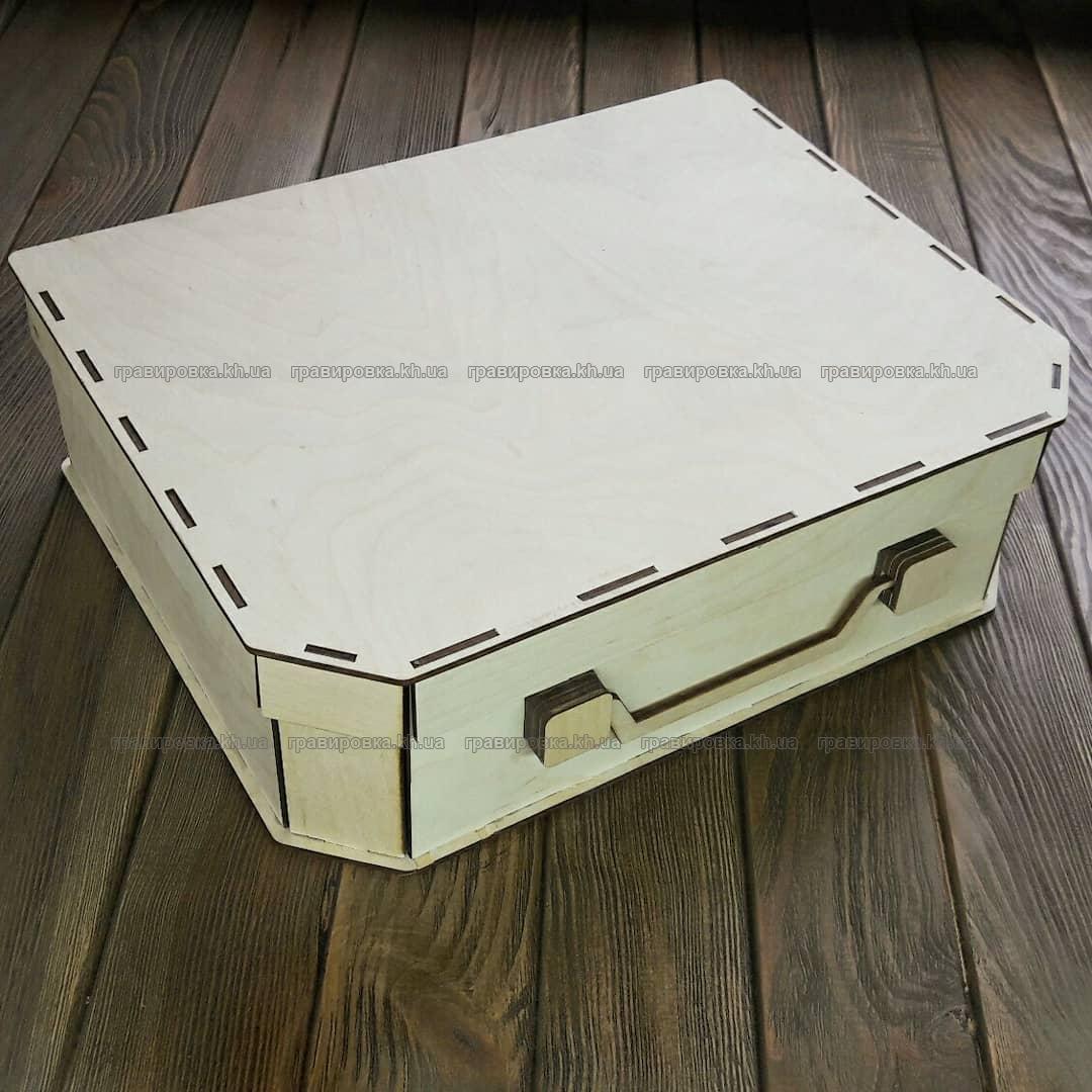 Деревянный чемодан для подарков