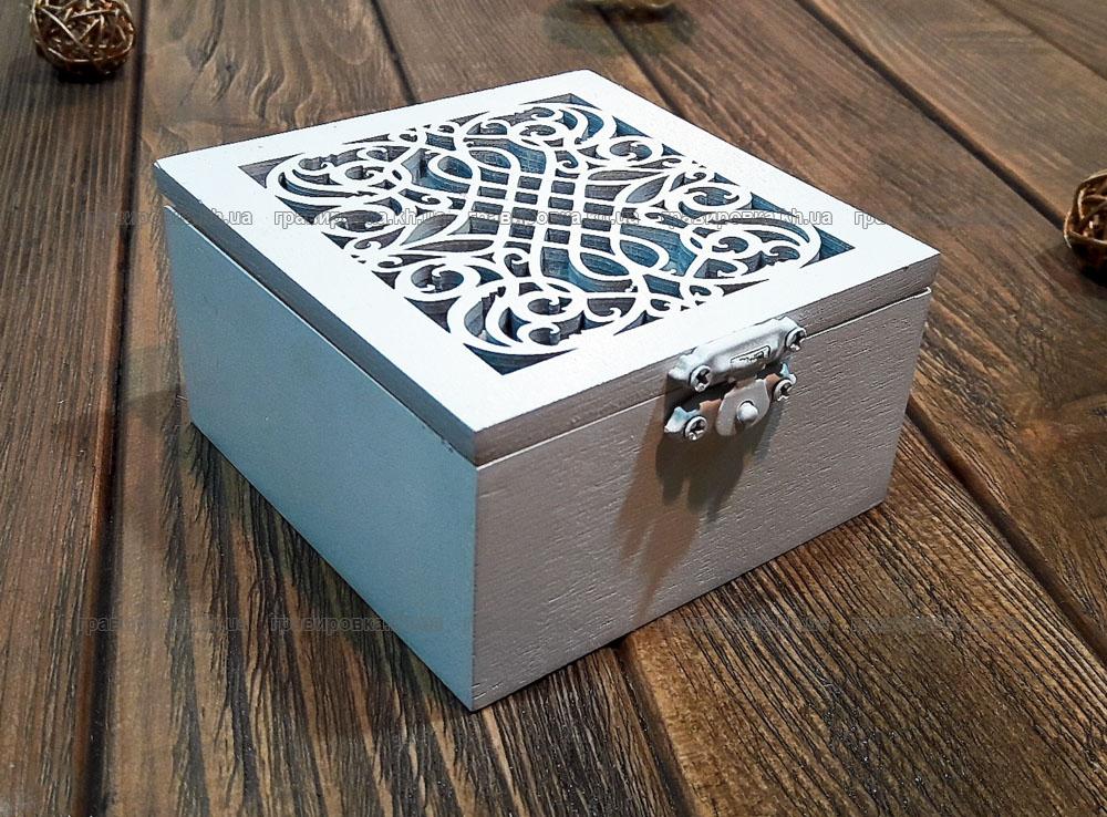Белая коробочка для колец