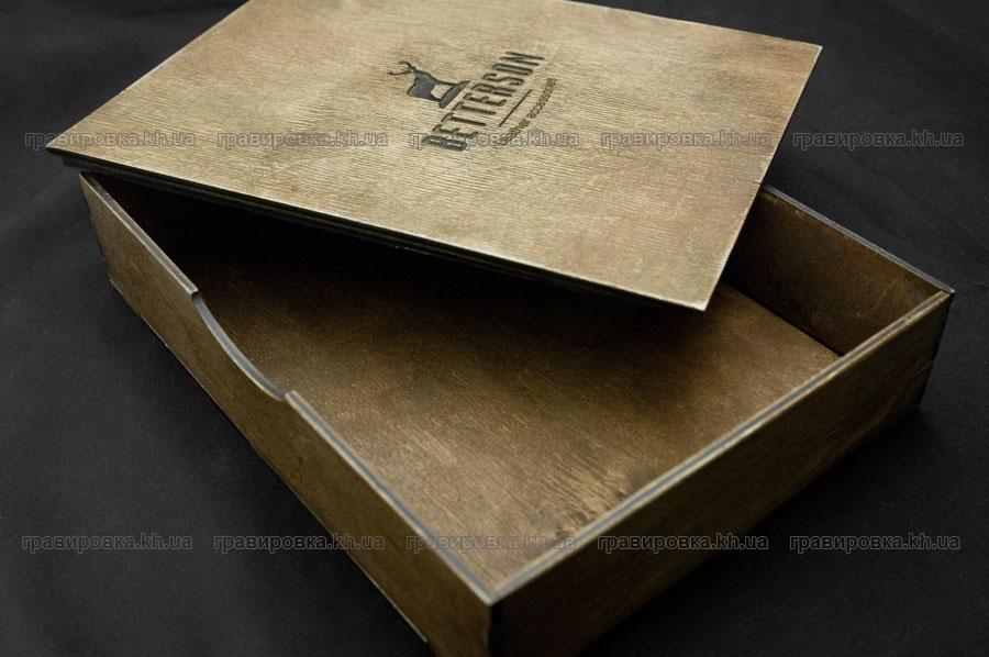 Фирменная упаковка из дерева с логотипом