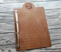 Планшет для меню из дерева с держателем на кольцах