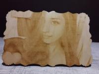 Гравировка фото на фанере под заказ, гравировка портрета на дереве