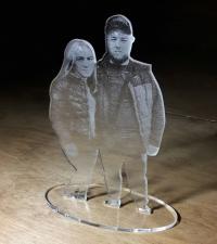Фото фигурки из оргстекла акрила с гравировкой