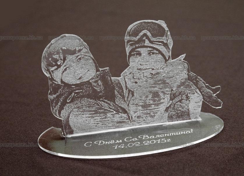Изготовление эксклюзивных сувениров из пластика методом лазерной гравировки