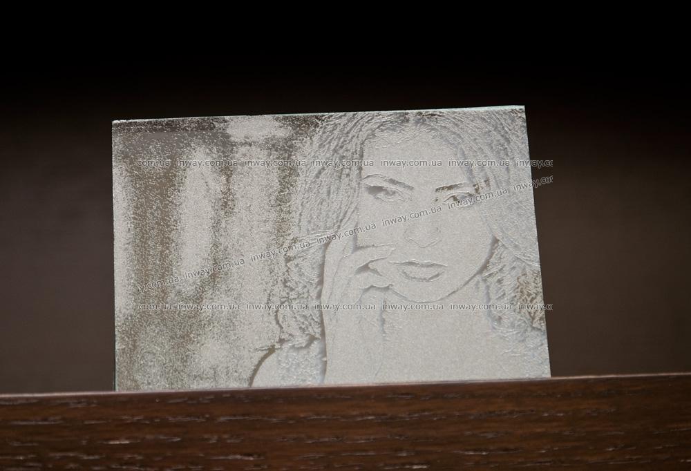 Гравировка фотографии на стекле