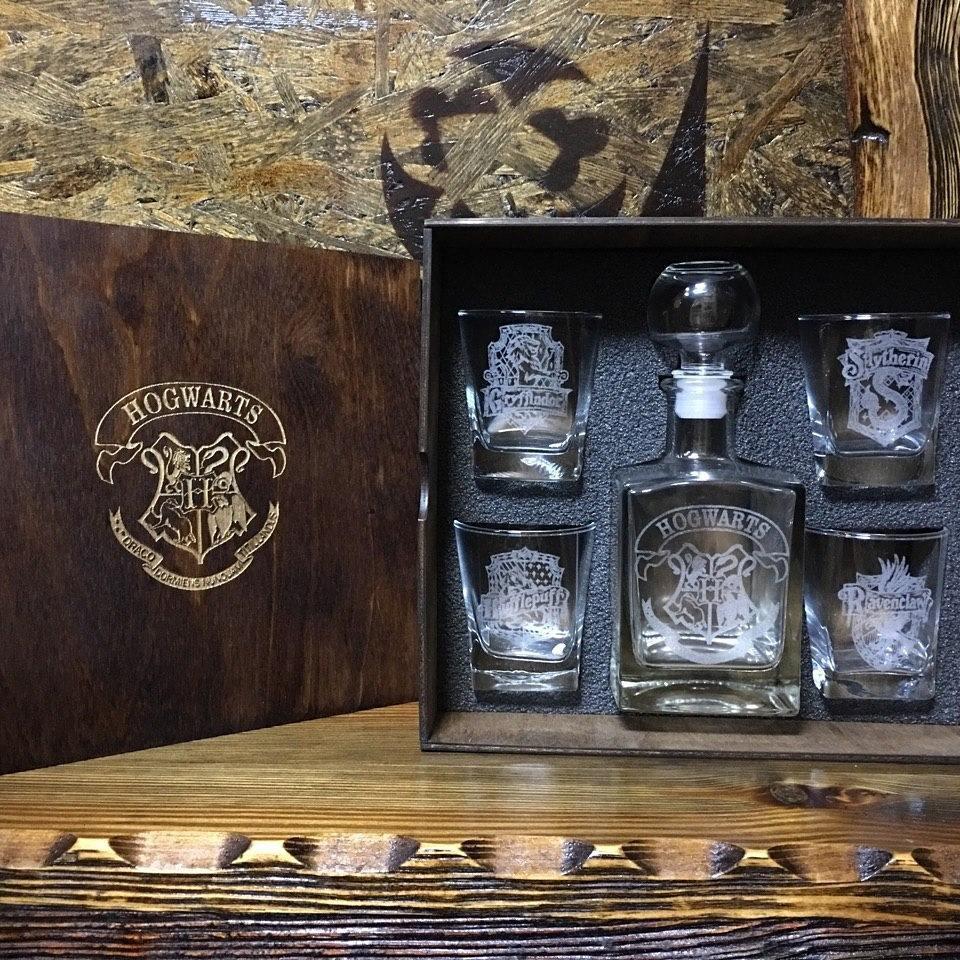 Наборе стаканов для виски