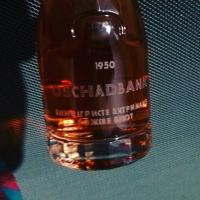 Лазерная гравировка на стекле, нанесение логотипа на бутылке