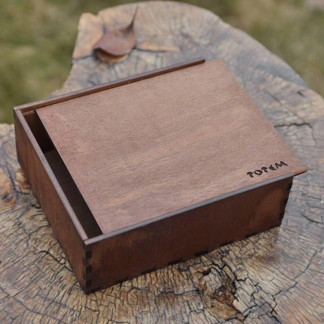 Коробка с выдвигающейся крышкой