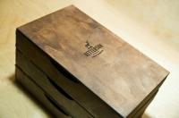 Фирменная упаковка из дерева с гравировкой логотипа