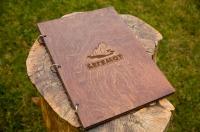 Папки меню из дерева на кольцах с логотипом для ресторана Бегемот