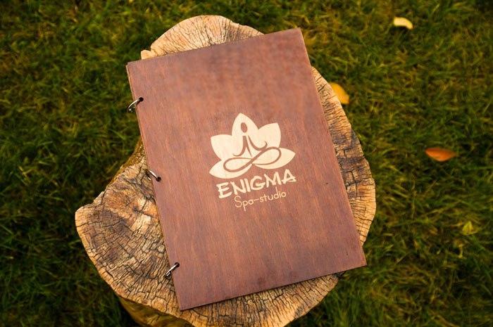 Папки меню из дерева с логотипом для Spa-студии Enigma