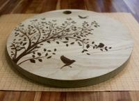 Разделочные доски с гравировкой дерева и птиц